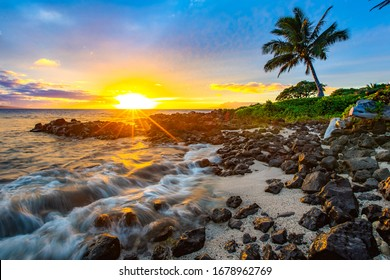 マウイ島のグランドワイレアの美しい夕日