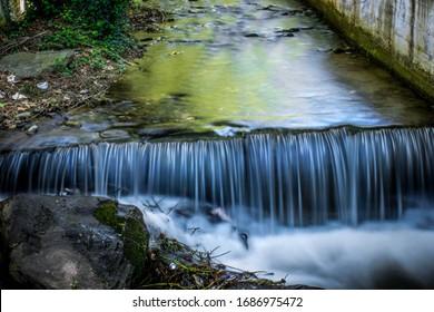 Mini Wasserfall im Bach
