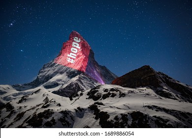 Proyecciones de luz en el Matterhorn ¡La luz es esperanza! En este sentido, el Matterhorn se ilumina durante la pandemia de Coronavirus, todos los días entre las 20:30 hrs y las 22:00 hrs.