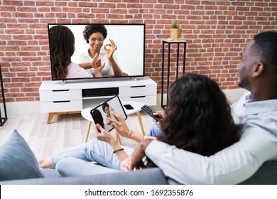 Pasangan Streaming Filem Dari Tablet Ke TV Menggunakan Sambungan Tanpa Wayar