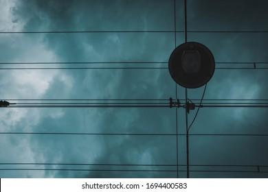 列車のカベラスによって作成された壮大な雲と芸術的なライン