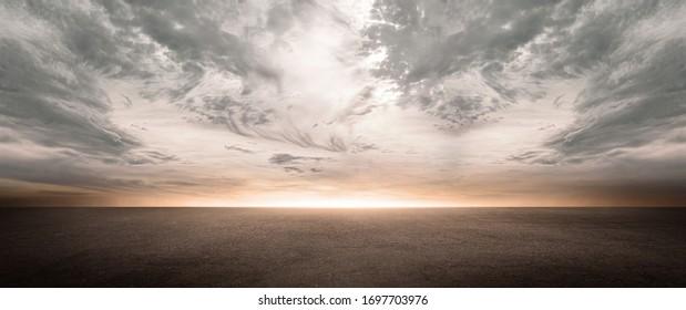 風光明媚な夜空の地平線と劇的な雲と暗いコンクリートの床の背景