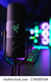 This is the first edition Razer Seiren with the Razer Huntsman Elite (Quartz Edition) and the Razer Lian Li featured in the background.  This image was taken on the 11/12/19