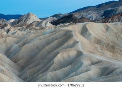 Zabriskie Point in der Abenddämmerung, Death Valley National Park, Kalifornien