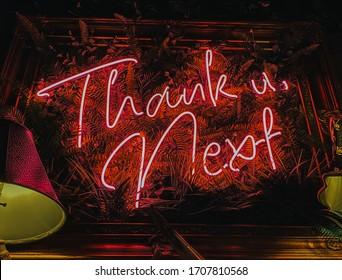Leuchtreklame, Danke, Weiter.