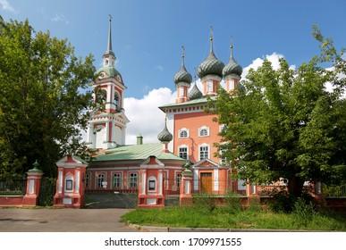 Auferstehungskirche an der Debra, eine orthodoxe Kirche in Kostroma im 17. Jahrhundert am Ufer der Wolga. Kostroma. Jaroslawl Region, Russland