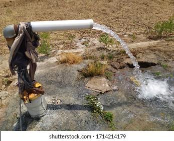 フィールドのborから来る水