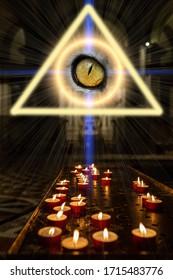 El concepto de masismo del ocultismo y la magia. Un triángulo brilla arriba con un ojo adentro y un círculo mágico del que emanan rayos de luz. Las velas están encendidas en una iglesia oscura.