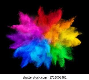 bunte Regenbogen-Holi-Farbpulver-Explosion lokalisiert auf dunklem schwarzem Hintergrund. Frieden rgb Spiel schöne Party Festival Konzept