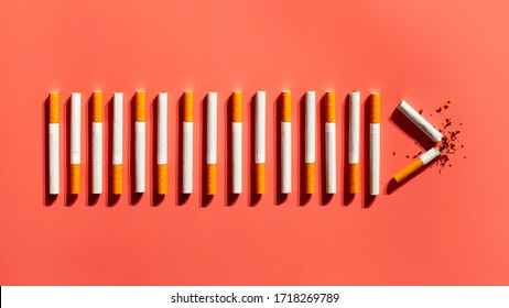 Bovenaanzicht sigarettenverslaving. Slechte gewoonte doorbreken.
