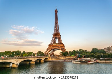 Eiffelturm bei Sonnenuntergang mit Wadenfluss