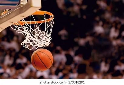 Erzielen Sie die Siegpunkte bei einem Basketballspiel