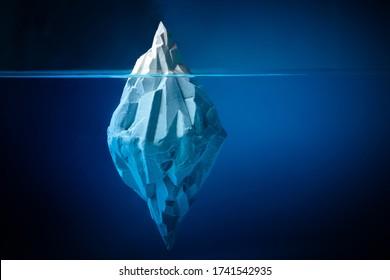 Iceberg blanco sobre fondo azul profundo. Concepto de medio ambiente. Concepto de invierno. Fondo submarino del océano.