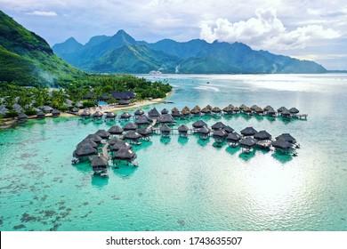 Überwasserbungalows in Mo'orea Französisch-Polynesien