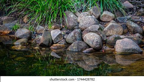 Felsen am Rande des Boulder Creek