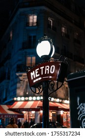Signo de la vieja escuela de metro vibrante misterioso. Fotografía de estilo vintage Circus Vibe