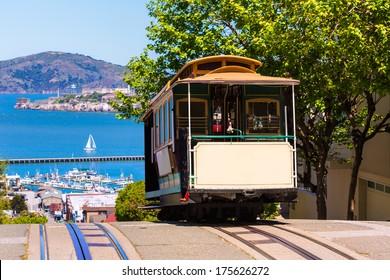 米国カリフォルニア州パウエルハイドのサンフランシスコハイドストリートケーブルカートラム