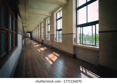 日本の古い学校の回廊