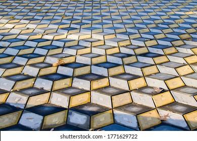 トビリシの公園の幾何学キューブの目の錯覚の床。ジオメトリ図の背景。