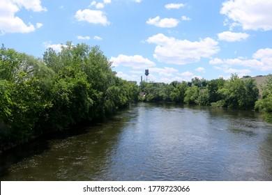 Uitzicht op de rivier de Passaic in Garfield, New Jersey