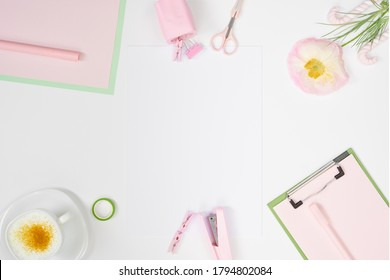 Girly Art Workspace-Modell mit Scrapbooking-Tools