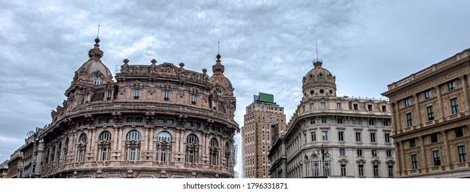 イタリアの水平方向の背景-リグーリア州-フェッラーリ広場のジェノバ市の歴史的建造物。