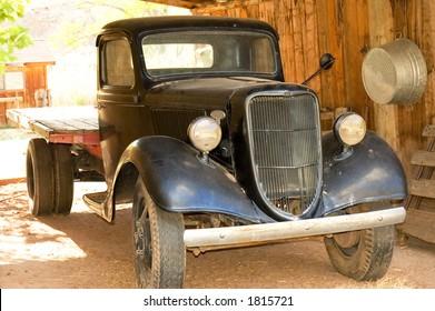 Oude vintage truck uit 1930 in goede staat op een boerderij in Utah, VS.