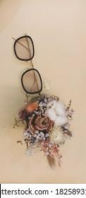 glasses vintage bouquet pastel flowers dried flowers cotton roses Tony stark grass