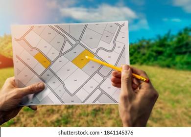 住宅建設用地の建築区画の売却。フィールド背景の地籍図