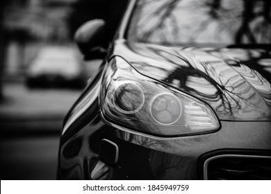 車のヘッドライト。エクステリアクローズアップの詳細