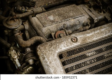 Altes schmutziges Auto Motor Stockfoto