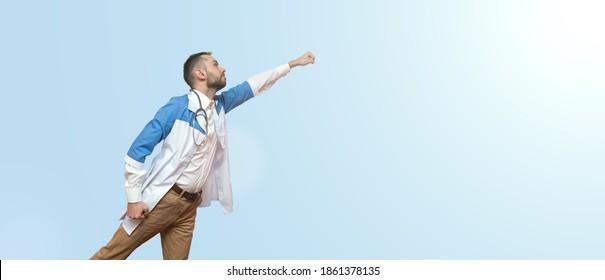 arts superheld vliegen en vechten tegen ziekte geïsoleerd op blauwe achtergrond