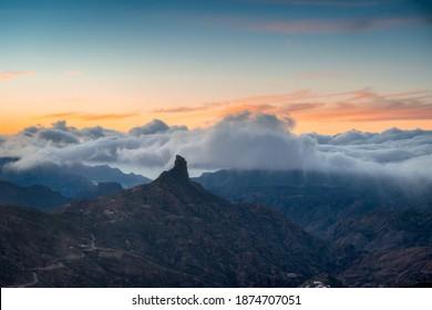 Blick auf den Roque Bentayga bei Sonnenuntergang. Gran Canaria. Kanarische Inseln