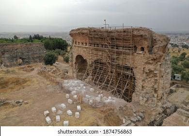 Vista aérea del antiguo gimnasio de Tralleis ubicado en la actual Aydin, Turquía.