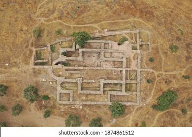 Vista aérea de la antigua iglesia de Tralleis ubicada en Aydin, Turquía.