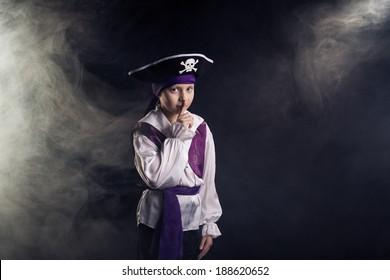 Niño disfrazado de pirata