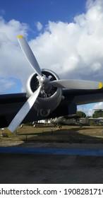 Un viejo motor de hélice de avión de guerra