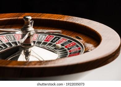 Detalle de una ruleta de madera