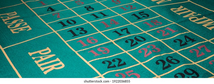 vista superior de una mesa de juego de ruleta
