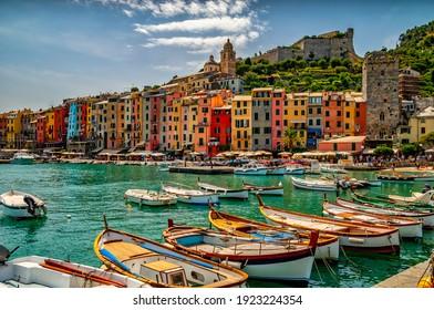 Ein Blick auf die Stadt Porto Venere in Italien