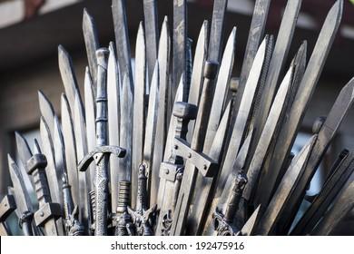 Thron aus Schwertern in einer mittelalterlichen Messe
