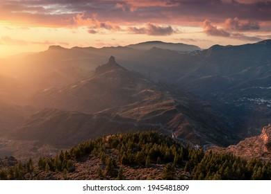 Blick auf Roque Bentayga bei Sonnenuntergang. Landschaft. Gran Canaria. Kanarische Inseln