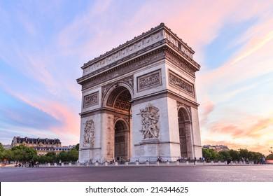 Arco del triunfo, Campos Elíseos al atardecer en París