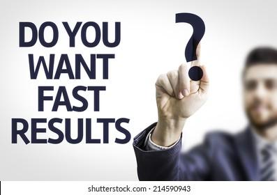 Geschäftsmann zeigt auf transparentes Brett mit Text: Wollen Sie schnelle Ergebnisse?