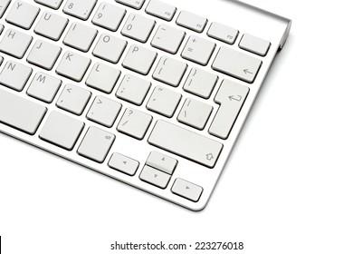 白い背景の上のキーボード、クローズアップ