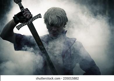 煙の剣で残忍な戦士の肖像画
