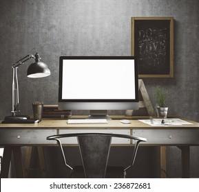 Stilvoller Arbeitsbereich mit Computer und Postern zu Hause oder im Studio