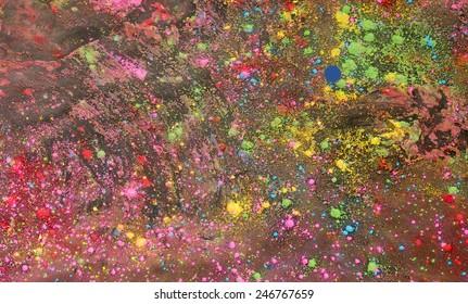 ヒンズー教の春祭りとホーリー祭の後に地面に散らばって横たわっている複数の色のカラフルなホーリーパウダーの背景
