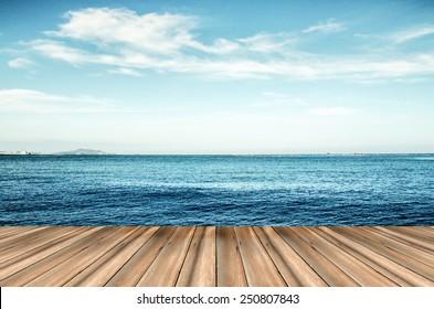 木、青い海と空の背景