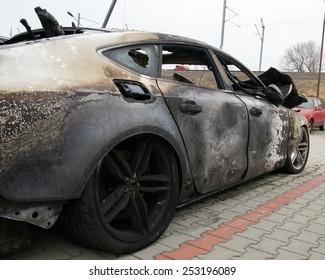 スポーツカーを燃やす-右側